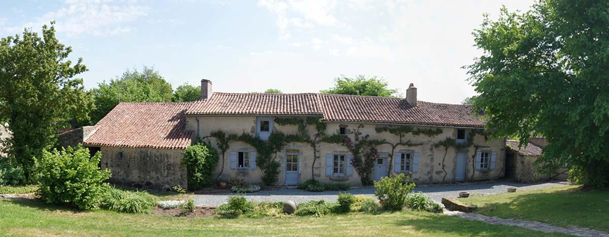 Entrée domaine de la Rulière hébergement en Poitou Charentes